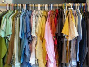 un closet minimalista